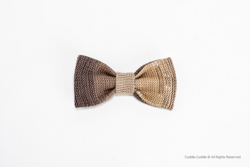 A navy bow tie adds a great level of sophistication and class to any outfit. R. Hanauer carries a variety of navy blue bow ties in numerous designs to compliment every style. In this collection of bow ties, we proudly present an assortment of patterns like plaid, stripes, and beyond. R. .